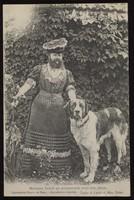 view Madame Delait en promenade avec son chien.